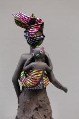 Femme africaine et son enfant 40 cm dos.JPG